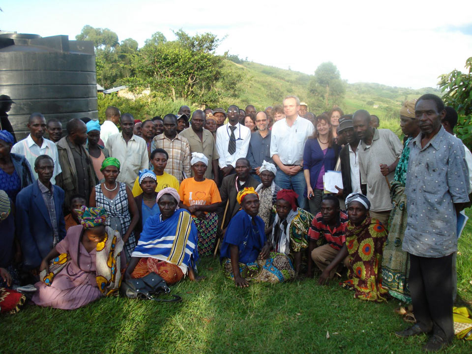 Knowledge Programme Team with maize producers, Western Uganda, credit Bill Vorley