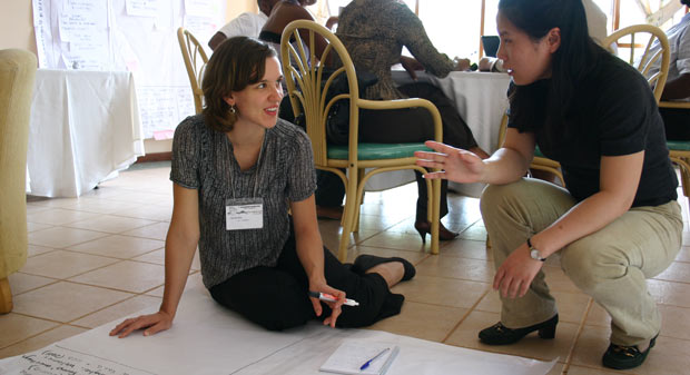 IIED researcher Lila Buckley talks to Liu Xueyen from IUCN-China at a Forest Governance Learning Group Learning event in Mozambique. Photo: Leianne Rolington