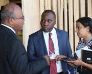 Achala Abeysinghe advises Giza Gaspar-Martins, the former chair of the Least Developed Countries Group, in Paris at COP21 (Photo: Matt Wright/IIED)