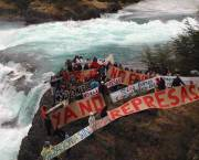 Public protests against new dams in Patagonia. RIMISP's study shows the need for public consultation on major infrastructure projects (Photo: Glenn Switkes/International Rivers, Creative Commons via Flickr)