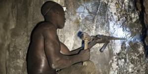 A London workshop heard about the human stories of gold mining from artisanal and small-scale miners in Tanzania (Photo: Brian Sokol/Panos Pictures)