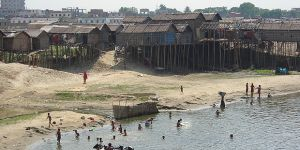 These houses built on stilts in Dhaka, Bangladesh, are a good example of urban initiatives adapting to climate change (Photo: David Dodman/IIED)
