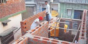 Construction of new homes designed with community inputs in Gorakhpur, India (Photo: Nivedita Mani and team)