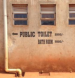 A public shower block in Old Fadama, Accra, Ghana in 2005 (Photo: David Dodman/IIED)