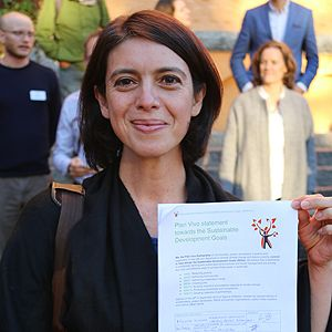 IIED senior researcher Ina Porras with her signed form (Photo: Plan Vivo Foundation)