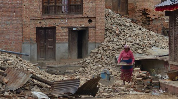 Clearing up after the 2015 Nepal earthquake. Women and children, the elderly and people living in informal settlements may be especially vulnerable in an urban crisis (Photo: anjetika, Creative Commons via Flickr)