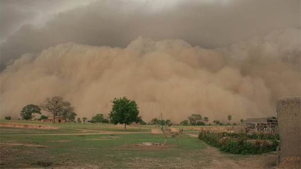 Rains in Dlonguebougou begin with huge duststorm, big wind, howling, dust then darkness. Then heavy rain (Photo: Camilla Toulmin/IIED)