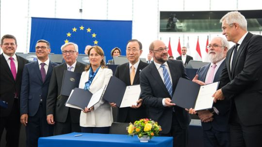 The European Parliament agrees to the ratification of the Paris Agreement on 4 October (Photo: Martin Schulz, Creative Commons, via Flickr)