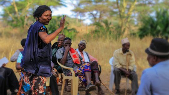 Learning route participants interact with local communities in Isiolo, Kenya (Photo: Timothy Mwaura/CGIAR)