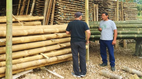 The owner of Allpa-Bambú, right, who has 55 hectares of bamboo talks to a local buyer (Photo: Duncan Macqueen)