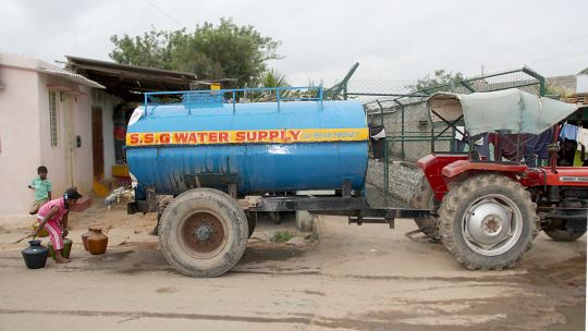 Getting water from a tanker in Vijinapura, India. Partnerships between local government and slum/shack dweller organisations can help deliver urban development goals (Photo: cstepin, Creative Commons via Flickr)
