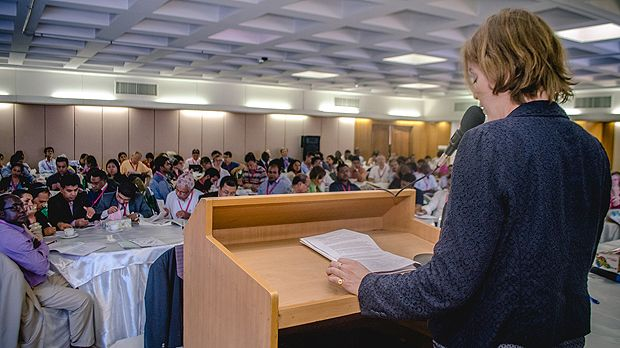 IIED senior researcher Diane Archer gives a presentation at CBA10 in Bangladesh in April (Photo: ICCCAD, Creative Commons, via Flickr)