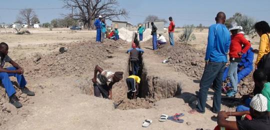 Federation members instal their own sanitation infrastructure in Tsandi, Namibia (Photo: Noah Shermbrucker)