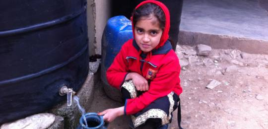 Girl in Pakistan collecting rainwater for washing (Photo: Fawad Khan)