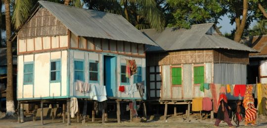 These houses on stilts in Mawa in Bangladesh are specially designed to be portable, so that they can be moved quickly in the event of a storm (Photo: BBC World Service Bangladesh, Creative Commons via Flickr)