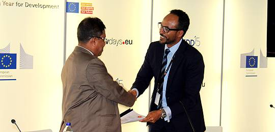 IIED researcher Essam Yassin Mohammed, right, hands over Hilsa Conservation Trust Fund documents to Dr Syed Arif Azad, director general of the Department of Fisheries at European Development Days (Photo: Essam Yassin Mohammed/IIED)
