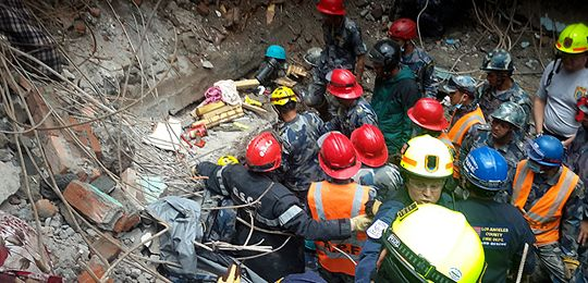 An image of a crowd of members of the USaid Disaster Assistance Response Team (DART) team rescue a teen in the Gongabu, Kathmandu District, five days after the Nepal earthquake in April 2015 (Photo: USaid, Creative Commons, via Flickr)