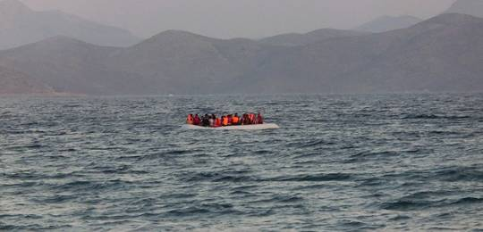A rubber boat carrying around 50 refugees arrives from Bodrum, Turkey to the Greek island of Kos (Photo: Christopher Jahn/IFRC, Creative Commons, via Flickr)