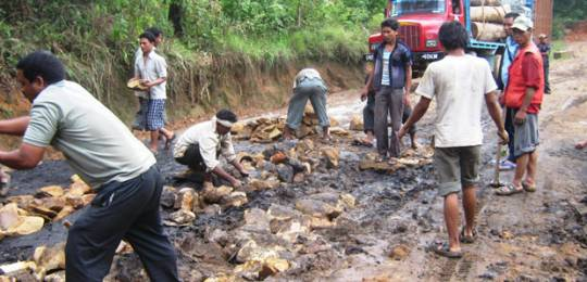 A dilapidated road is repaired in the West Khasi Hills district of Meghalaya, India (Photo: Rikynti Marwein via Creative Commons http://creativecommons.org/licenses/by/2.0/)