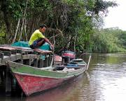 A member of the Sekonyer community gets ready for a day on the Sekonyer river in Borneo, close to the site of recent conflict between a palm oil company and RSPO member and the local community (Photo: Rainforest Action Network via Creative Commons)