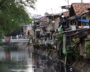 Informal settlements in Indonesia's capital, Jakarta. The World Bank estimates that some 29 million Indonesians live in urban areas with poor access to basic services (Photo: Axel Drainville, Creative Commons via Flickr)