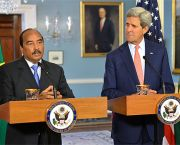 US Secretary of State John Kerry, pictured with chairperson of the African Union, Abdel Aziz, is opposing African countries' desire for a legally binding agreement at COP21 (via Google Images licence)
