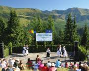 A traditional dance festival attracts tourists in Romania's Maramures Nature Park. The park was designed as a multifunctional protected landscape and was zoned to reflect both environmental priorities and economic needs of local people (Photo: Radu Pop/UNDP, Creative Commons via Flickr)