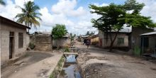 Nearly 80 per cent of Dar es Salaam's residents live in informal settlements, and less than 10 per cent of the city has sewer access (Photo: Anna Walnycki/IIED)