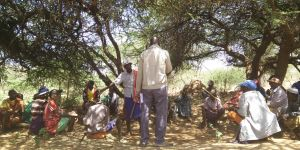 Pastoralists discuss strengths and challenges of governance at a conservancy in Kenya. (Photo: Francesca Booker/IIED)
