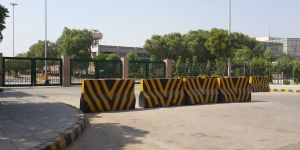 Physical barriers have been installed around Karachi to protect the city from violent conflict, but their impacts have been publically disruptive and socially divisive (Photo: Noman Ahmed and colleagues)