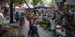 Surveys of the priorities of the private sector often ignore vital informal economies, such as this one in Hanoi (Photo: Bill Vorley/IIED)