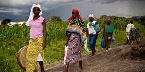 People from villagers of Wakesi village, Nyanza Province, Kenya walk down a dirt road (Photo: Robin Wyatt)