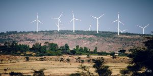 34 wind turbines in Adama, Ethiopia, produce 51 megawatts. Ethiopia is an early adopter of climate change policy (Photo: Ollivier Girard/Center for International Forestry Research (CIFOR), Creative Commons, via Flickr)