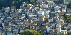The Cantagalo favela in Rio de Janeiro, Brazil. Many informal settlements are built on steep slopes, exposing them to landslides (Photo: Outdoor Life, Creative Commons, via Flickr)