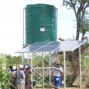 Solar-powered irrigation in Zimbabwe (Photo: Practical Action)