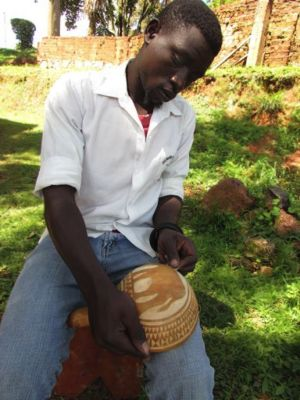 Training in Calabash carving (Photo: Sanaa Gateja)