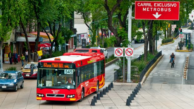In Mexico City, the Metrobus BRT system carries roughy 250,000 people daily. It cuts workers' travel times and also helps to reduce carbon emissions. (Photo: City Clock Magazine, Creative Commons via Flickr)