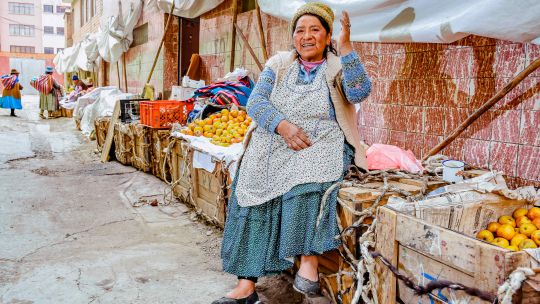 The Sustainable diets for all programme recognises that people – with their capacity to innovate and power to drive change – must be at the centre of efforts to reshape our failing food systems (Photo: © Mauricio Panozo of Lucano photography. Bolivia, La Paz)