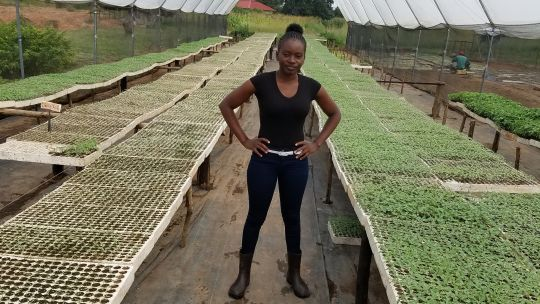 A young woman in a greenhouse (Photo: Tamara Kaunda)