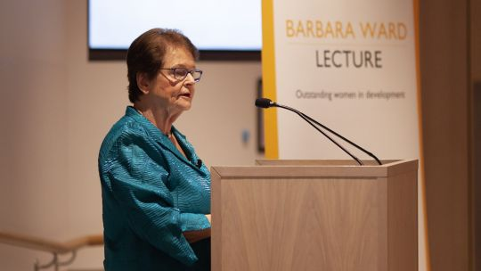 Dr Gro Harlem Brundtland delivering the 2018 Barbara Ward Lecture (Photo: Julius Honnor/Contentious for IIED)
