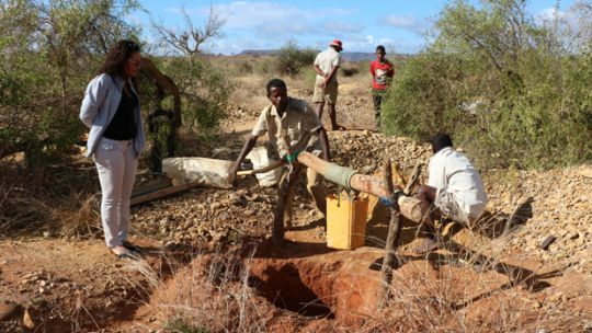Sapphire pits to be rehabilitated in Anikilabo, shown during the site visit of the major of a local mining community, Ampasy Nahampoana (Photo: Andry Rabemanantsoa/GIZ PAGE Madagascar)