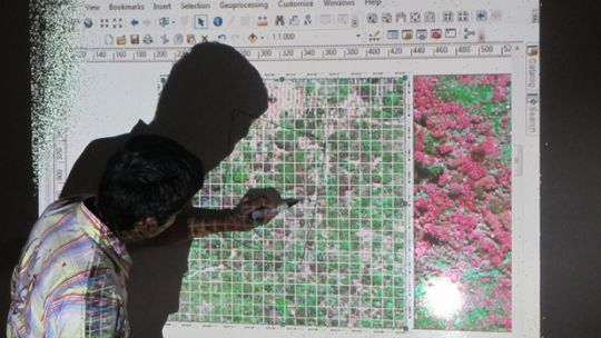 A technical expert in Mexico demonstrates how to analyse forest cover using DigitalGlobe satellite imagery. These technical analyses are important at higher spatial scales, but rely on the work and commitment of local people to be applied on each individual farm (Photo: Geoff Wells)