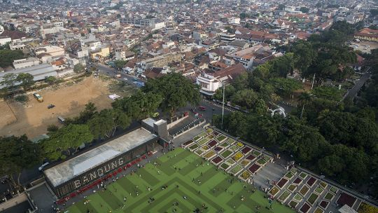 This large open lawn area, the alun-alun, in front of the Masjid Raya Mosque in Bandung is a transformed public space. Once crowded with street vendors, this now a 'red zone'. No street vendors are allowed to set up shop here, although a handful still operate illegally (Photo: Kemal Jufri/Panos Pictures)