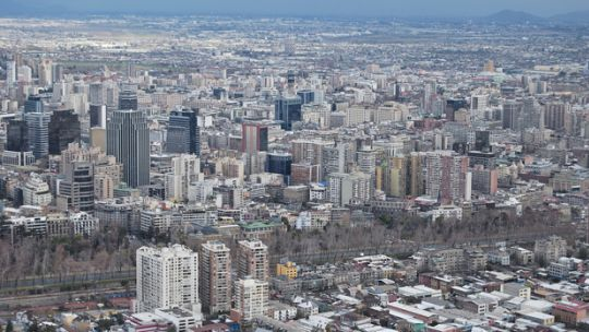 The population of Chile's capital city Santiago is over one third of the national total. Rapid growth and urbanisation bring complex challenges including managing air quality, road safety, and regional development (Photo: Nicolas Aracena, Creative Commons via Flickr)