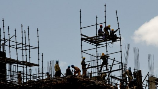 Construction workers build a hotel in Ethiopia's capital Addis Ababa. Credit: Overseas Development Institute / Antony Robbins (Creative Commons http://creativecommons.org/licenses/by-nc/2.0/deed.en_GB)