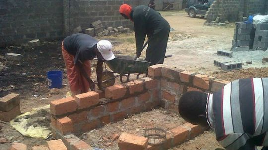 A slum is upgraded in Zambia. Local urban poor organisations are working with local governments to solve problems, but need financial support (Photo: Shack/Slum Dwellers International (SDI), via Google licence)