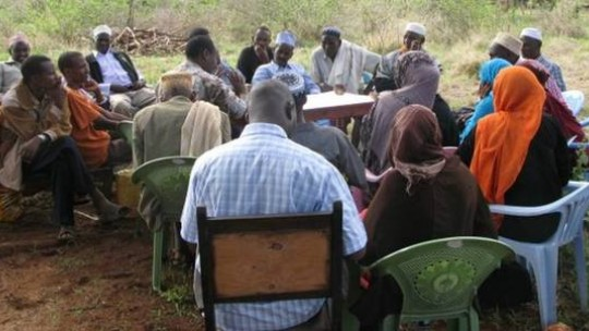 Discussing climate resilience in Kinna, northern Kenya.