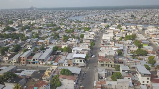 An aerial view of the tightly packed Guayaquil suburbios