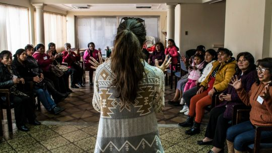 Nicole Szucs addresses a group of women at the Food Change Lab in La Paz, Bolivia