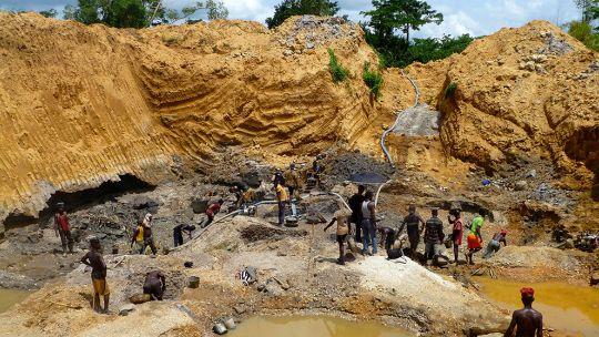 Licensed diamond miners (tributers) work on Great Consolidated Diamond Ghana Limited's large-scale concession in Akwatia, Eastern Region, Ghana. First the earth is dug to find the gravels and sands that contain the diamonds (Photo: James McQuilken/@J_McQuilken)
